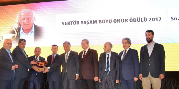Duayen Rahim Özkaymak'a Sektör Yaşam Boyu Onur Ödülü