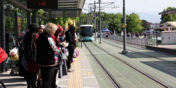 Günde 1 milyon 200 bin yolcu taşınıyor