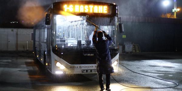 Günde 200 bin yolcu taşıyan otobüslere hijyen çalışması