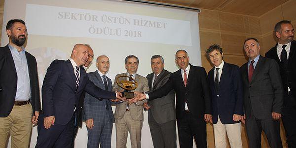 Hayri Baraçlı'ya Sektör Üstün Hizmet Ödülü