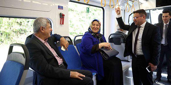 Kocaeli'nde tramvay günlük 25 bin yolcu taşımaya başladı