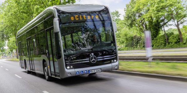 """Mercedes-Benz, """"Bilim ve Teknoloji Haftası""""nı AR-GE çalışmalarıyla kutladı"""