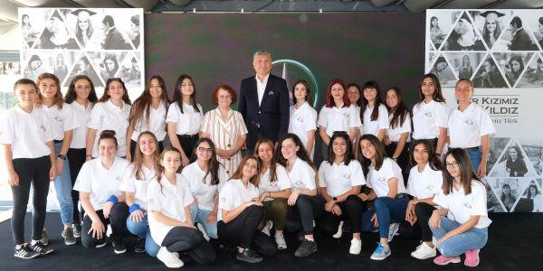 Mercedes-Benz Türk 5 Bin Kız Öğrenciye Destek Oldu