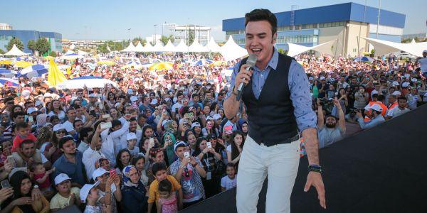 """Mercedes-Benz Türk """"Aile Günü""""nde 12 bin kişi buluştu"""