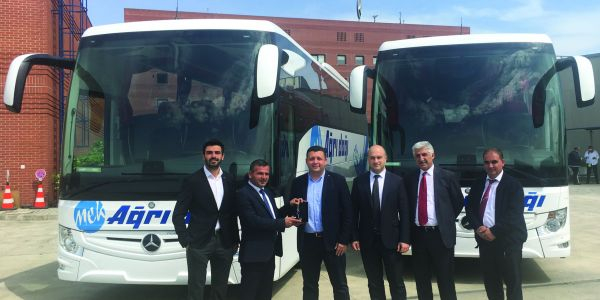 Mercedes-Benz Türk'ten 4 Tourismo, 1 Conecto