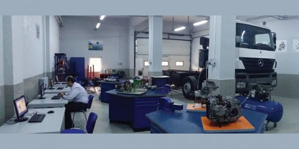 Mercedes donattığı her laboratuvara bir kamyon bağışlıyor