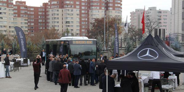 Mercedes, kentiçi otobüsünü işletmecilere tanıttı