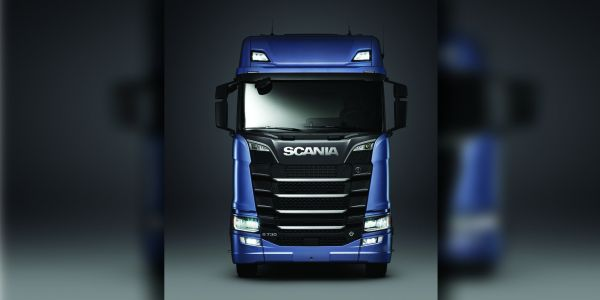 """Scania """"2017 Yılın Kamyonu"""" seçildi"""