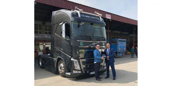 Tantaoğlu Ticaret'e ilk Volvo Trucks teslimatı
