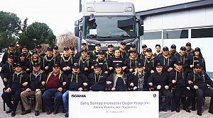 Scania Servis Yöneticileri müşterileri için eğitimde